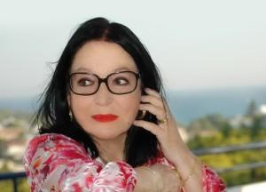 """Nana Mouskouri veröffentlicht """"Meine Reise von 1962 bis heute"""" am 17. Oktober"""